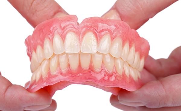 入れ歯との上手な付き合い方