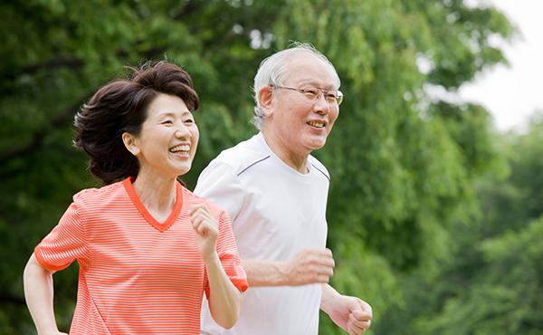 1:健康づくりの3要素(栄養・運動・休養)を生活の基本にして、身の回りのことが自分ででき、社会活動にも積極的に参加できる80歳になろう。