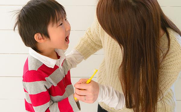 新入園する子どもの口の中のチェックはどのようにしたら良いでしょうか、そのポイントを教えてください。