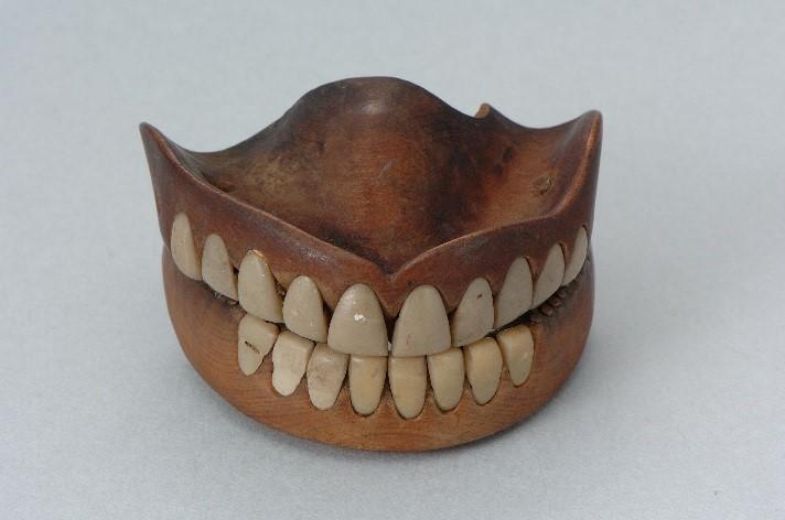 江戸時代の木の入れ歯