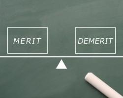 インプラントセラミック補綴物の利点、欠点について